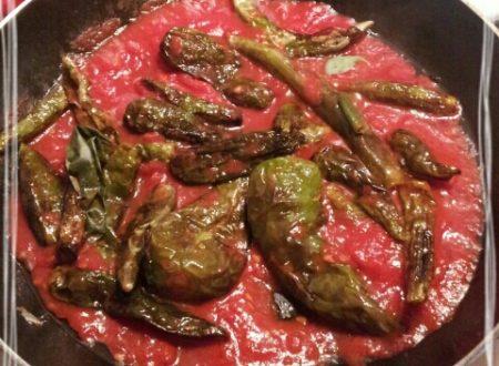 Peperoncini verdi con pomodoro